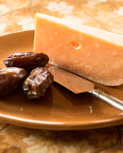 Gouda and dates