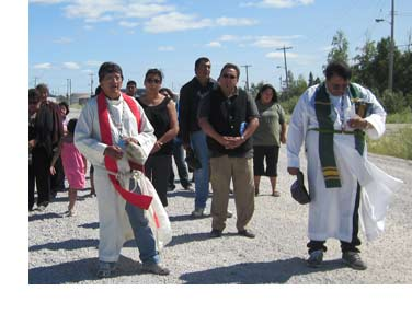 Indigenous Anglicans walk in Tatasweyak, Man.