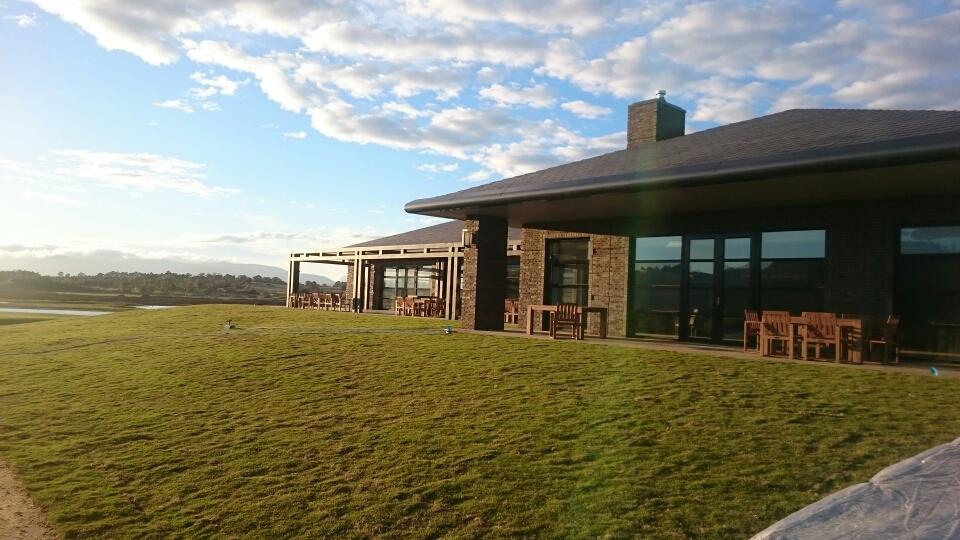 グレッグ・ノーマン氏デザインのゴルフコースがオープン