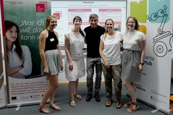 Projektleiterinnen Ruth Sandforth (2.v.l.) und Stephanie Justrie (2.v.r.) mit Ranga Yogeswhar und Mentorinnen