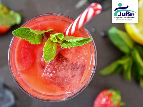 Kochvideo: Smoothie mit Erdbeeren und Weintrauben