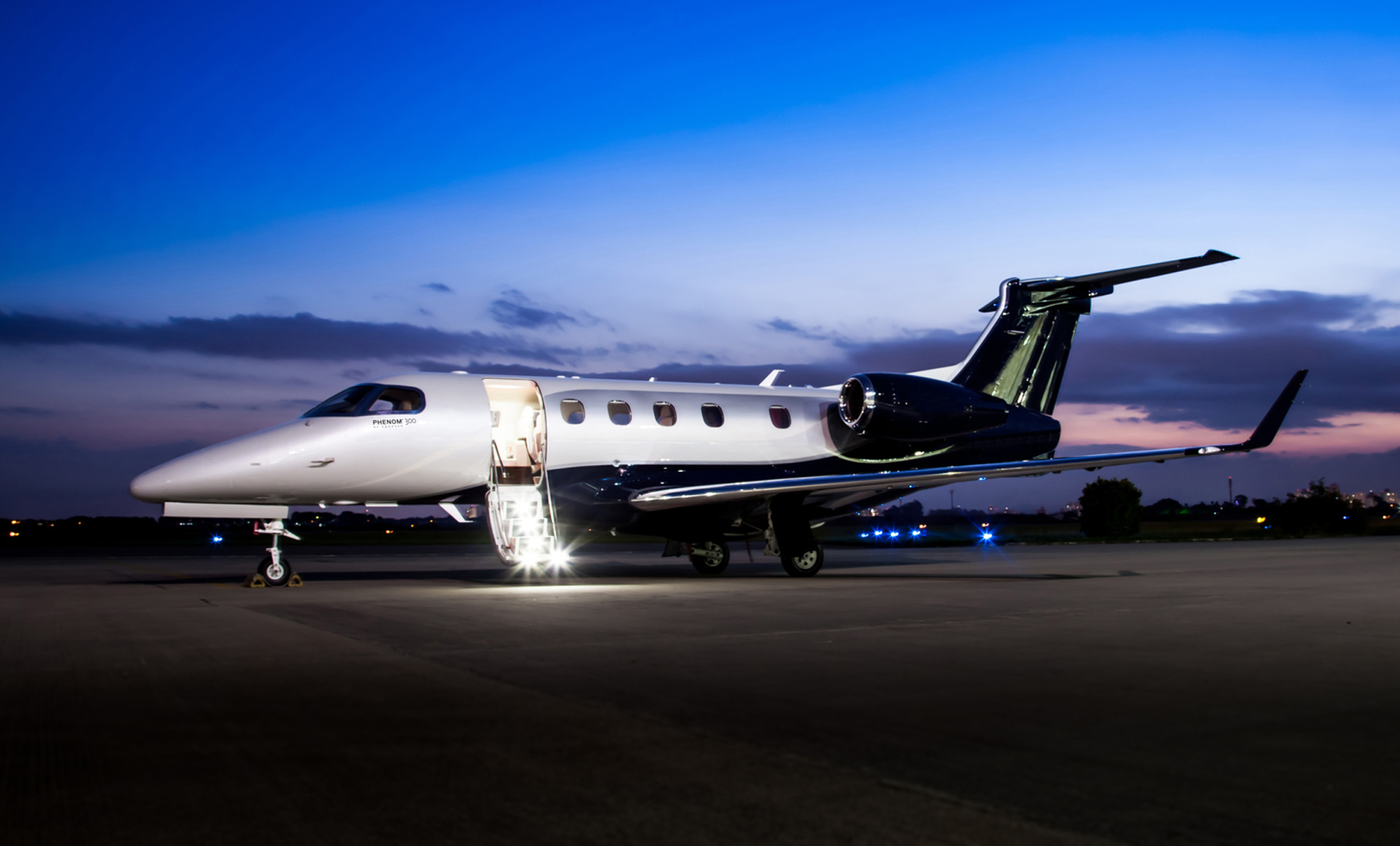 Phenom 300 light jet photo
