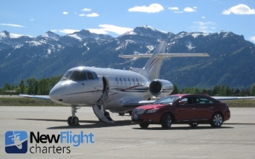 PHOTO - BEAUTIFUL HAWKER 800XP ON THE RAMP AT JACKSON HOLE WYOMING
