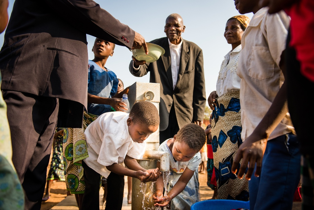 Malawi - new well (photo by Erik Lunsford)