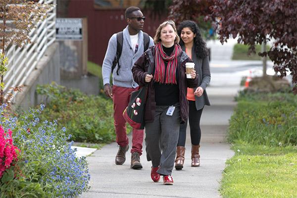 UW commuters walking