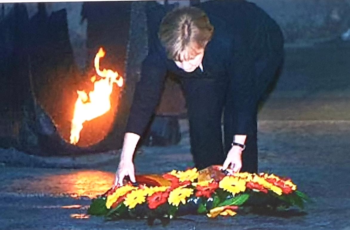 Angela Merkel lays a wreath