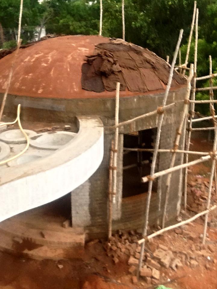 Le toit de notre amphithéâtre est quasiment terminé.