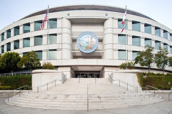 PG&E reasserts its clean energy leadership | CPUC Building