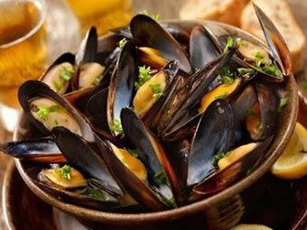 Whole Mussels (shell on)