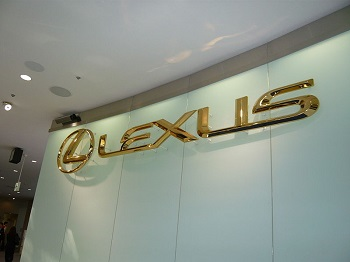 Lexus to launch vehicles equipped with hydrogen fuel cells