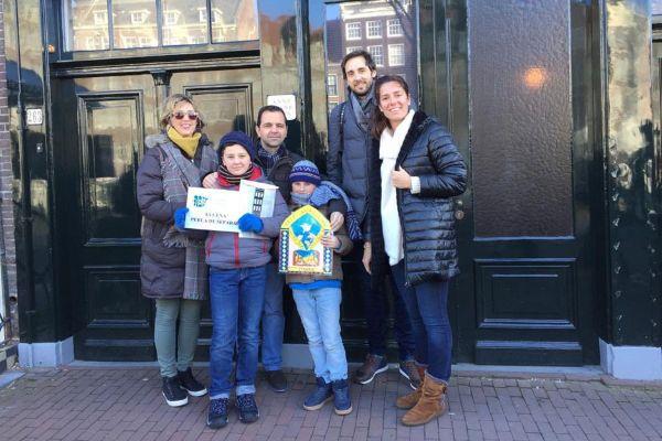 El ganador del concurso de microrrelatos visita la Casa de Ana Frank