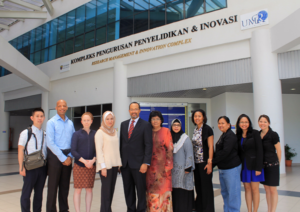 IDPP delegation with University of Malaya colleagues (photo)