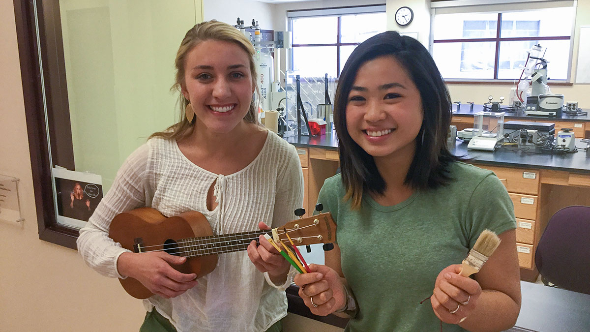 chemistry majors Lauren Rhoda '17 and Victoria Kong '17 pose for a snapshot