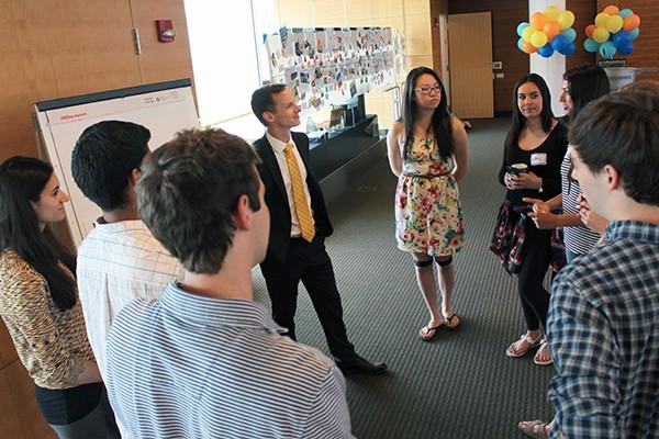 Scott DeRue talks with Magnify students