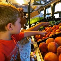 Bringing fresh fruits and veggies tocommunities in need