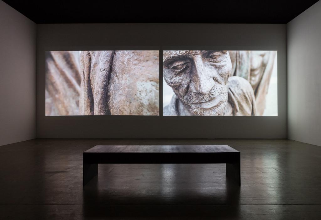 """Installationsansicht: """"Marcel Odenbach. Beweis zu nichts"""", Kunsthalle Wien 2017, Foto: Stephan Wyckoff: """"Im Schiffbruch nicht schwimmen können"""", 2011, © Marcel Odenbach & BILDRECHT GmbH, 2017, Courtesy Galerie Gisela Capitain, Köln"""