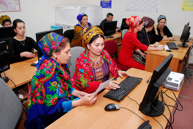 Data collection (Photo: World Bank Photo Collection)