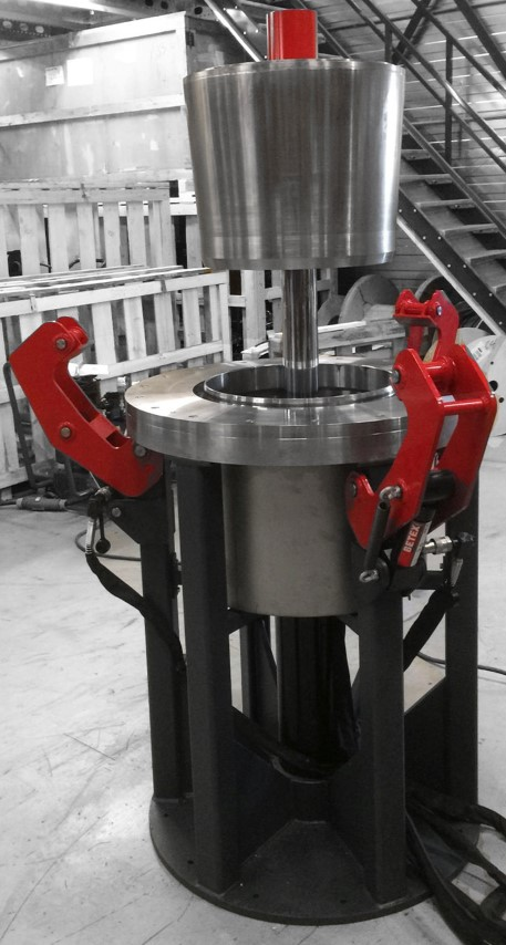 HYDRAULIC WHEEL RIM PRESS - Assembly of wheel rims for metro and tram