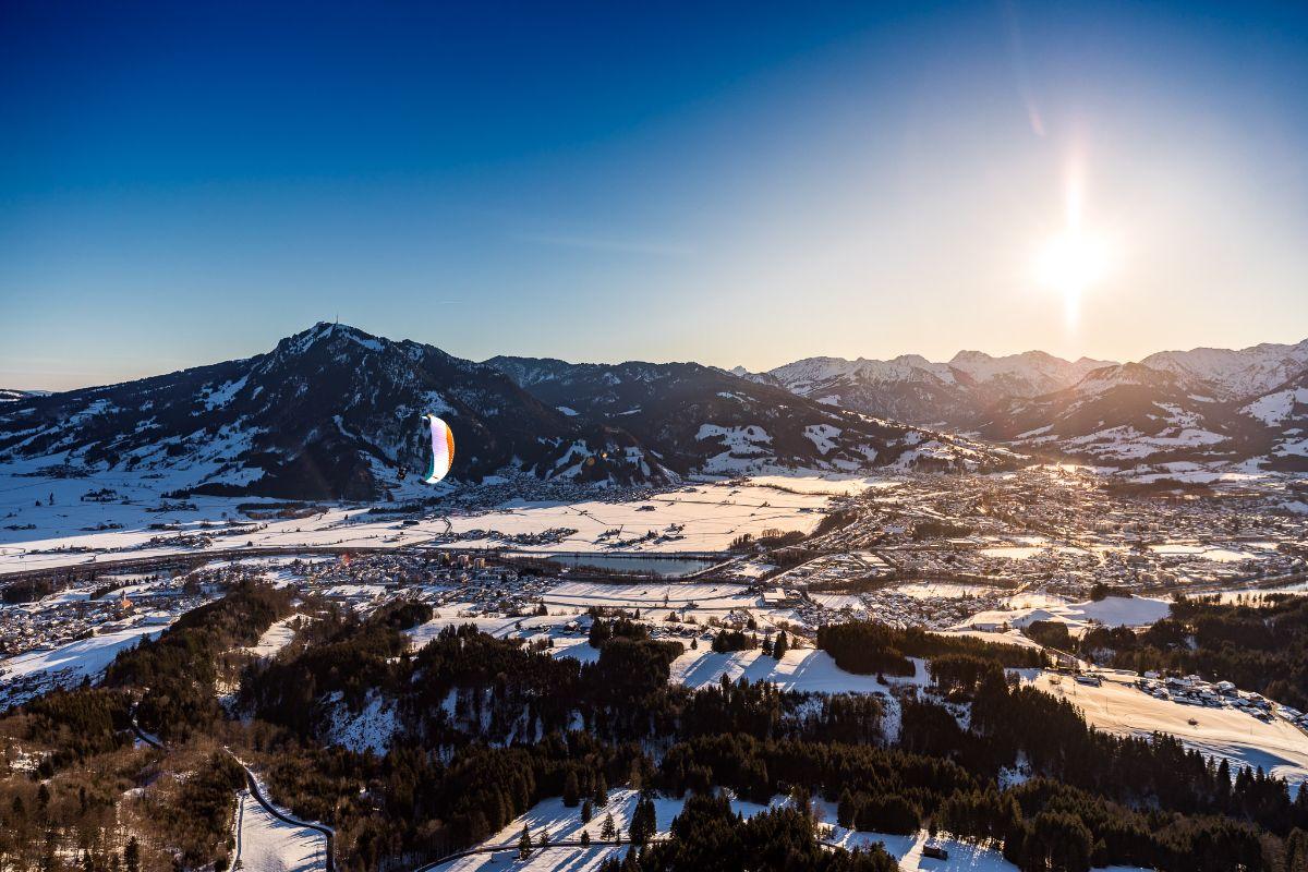 Sonnenaufgang mit dem Gleitschirm am Mittagberg