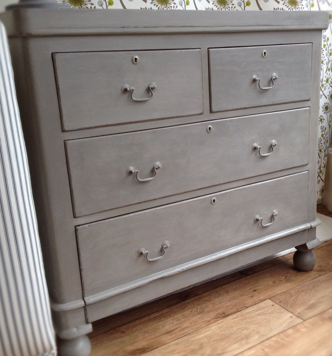 Buy this lovely chest of drawers right now online