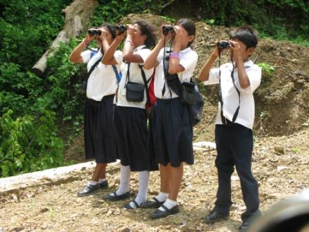 Nicaraguan Children Get to Know Their Local Birds Thanks to Binoculars for Slingshots. Photo courtesy of Paso Pacífico