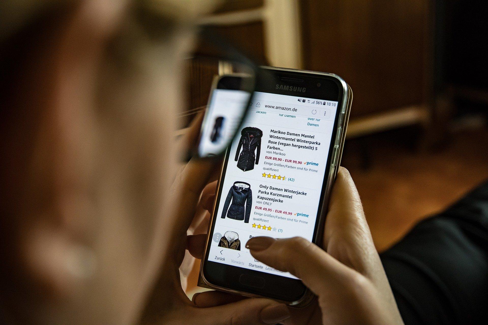 Photo: Online shopping.