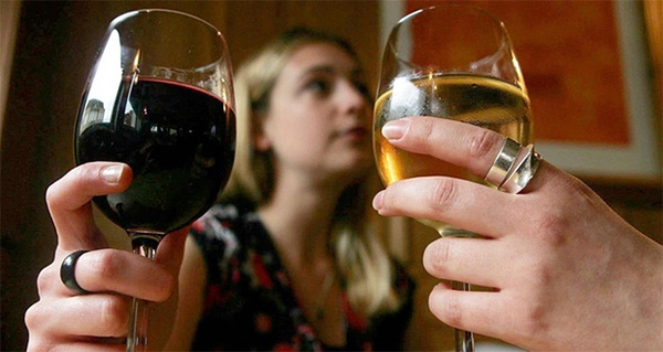Daily Glass of Wine Raises Risk of Breast Cancer in Women