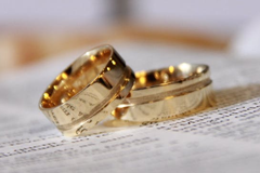 Image of gold rings.