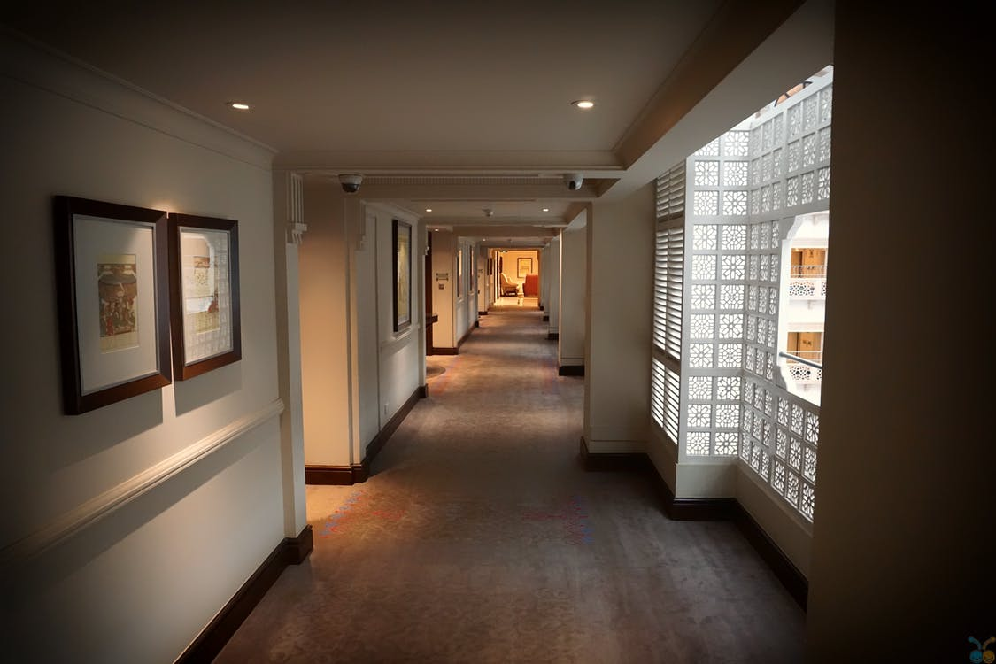 Image of the hallway at a hotel.