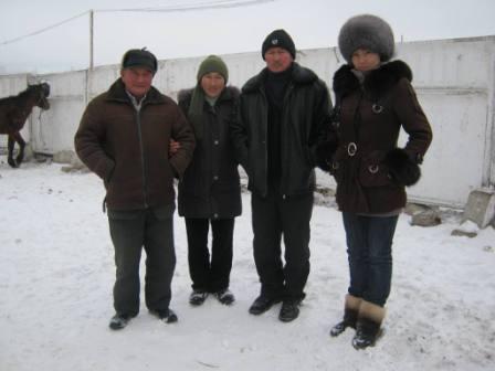 De ouders van SHG 5 met de maatschappelijk werkster van hun regio.