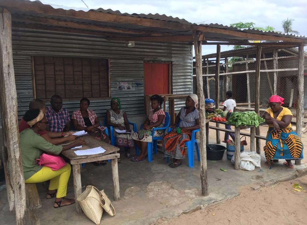 Reunión en el mercado de Balaza