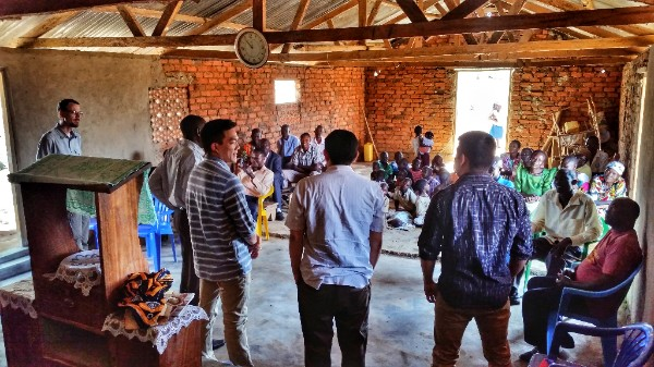 Encouraging a discipleship training group on Buvuma Island with a short-term team of pastors from California