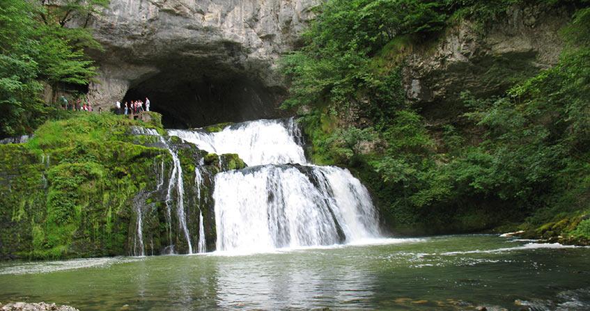 """Image de l'article """"Le karst, ressource en eau renouvelable dans les roches calcaires"""""""