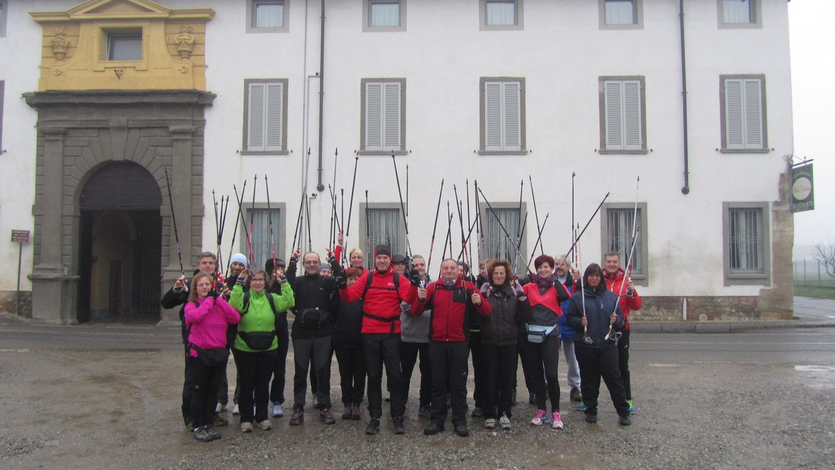 Gruppo Nordic walking tour albero degli zoccoli
