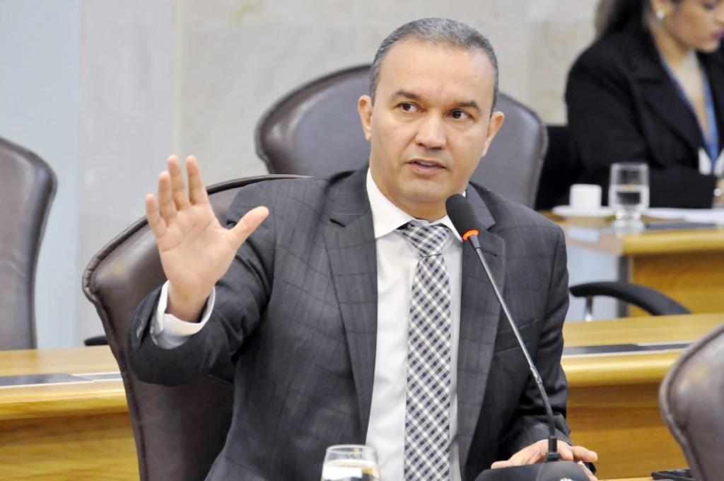 Kelps Lima apresenta projeto que prevê a valorização da advocacia no Estado