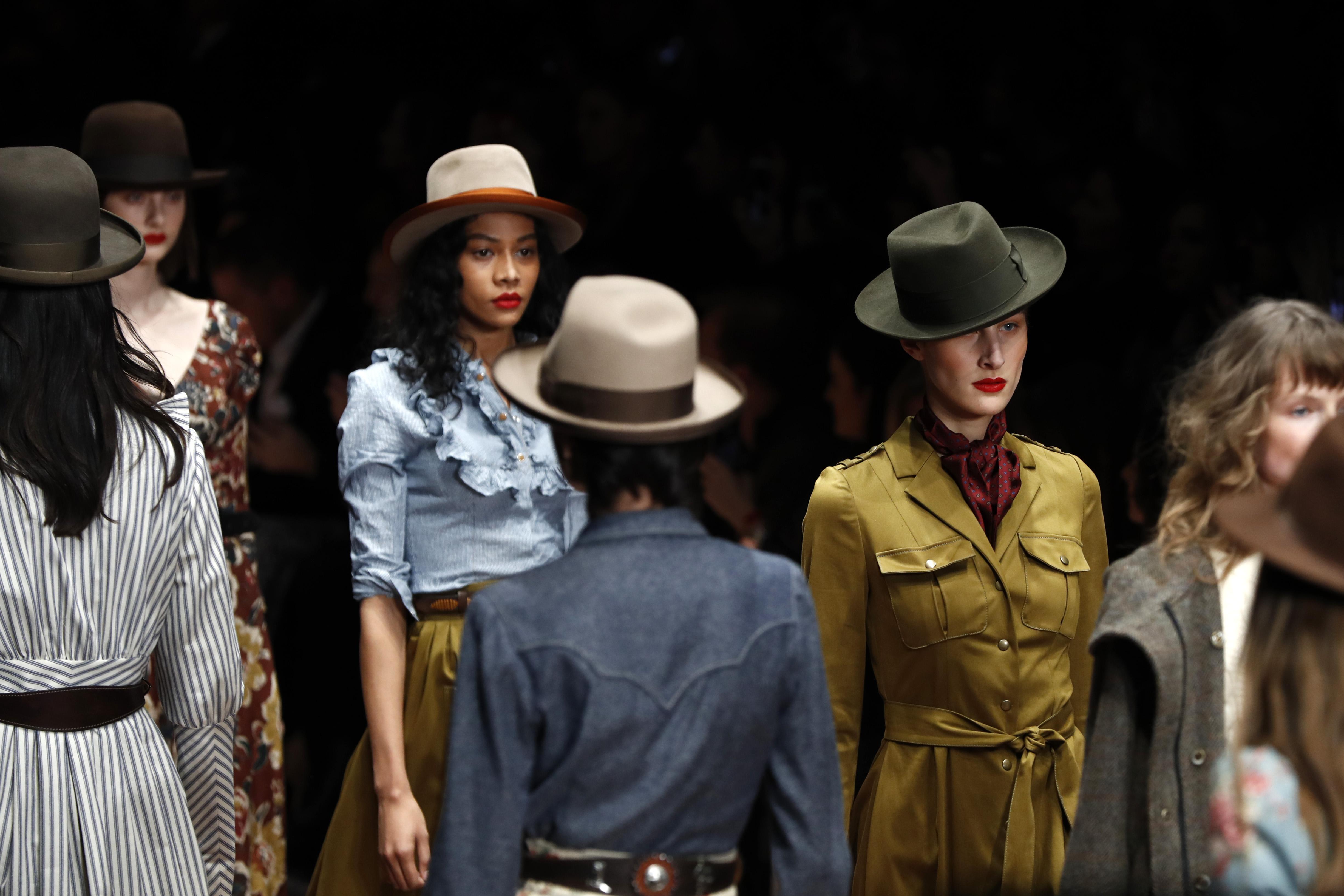 Lena Hoschek Runway Show auf der Fashion Week Berlin