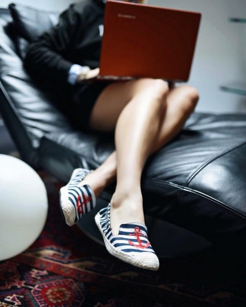 Fashion Blogger Elena from Eat.Wear.Travel Cocoroses It in her Carnaby Nautical Foldable Espadrilles