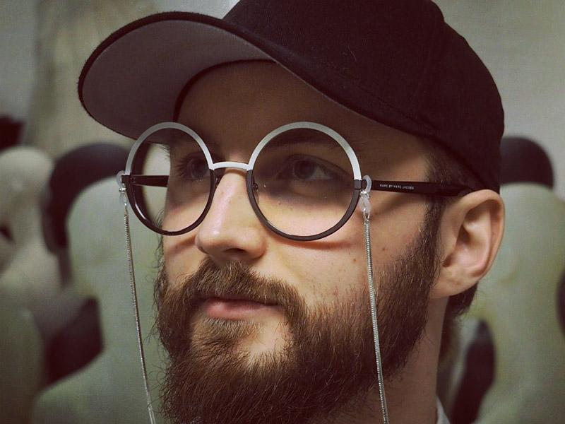 Etterlyser motekritikk, Aleksander Sahr, Designstudent
