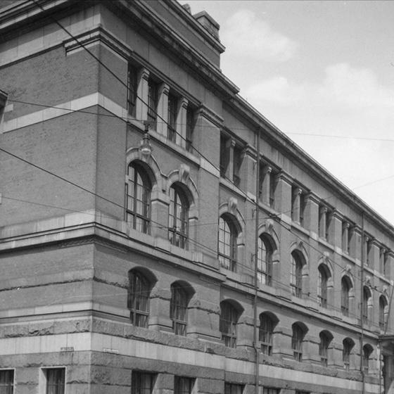 Statens håndverks- og kunstindustriskole (SHKS), eller Kunst- og håndverksskolen. Fra Oslo museums samlinger