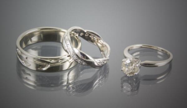 4eadb740 8945 47bd 90f0 68b3fdb70efa - Love, Weddings & Rings