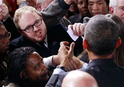Occupier hands President Obama a note