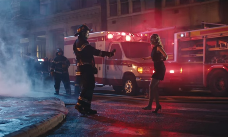 NEW-YORK STREET FOOD - Pompier 30sec