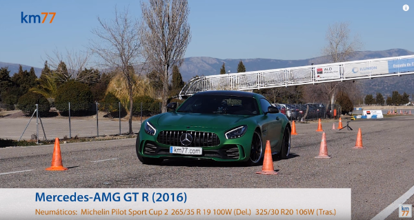 Mercedes-AMG GT R 2016 - Maniobra de esquiva (moose test) y eslalon