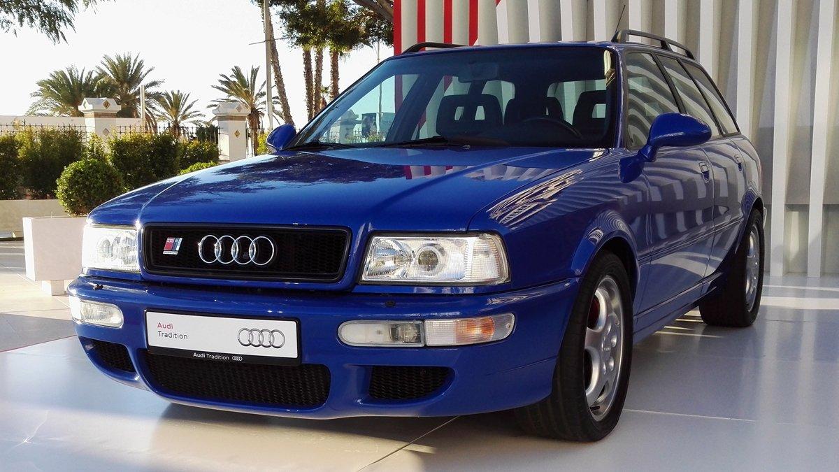 El Audi Avant RS2 estuvo en venta en 1994 y 1995.Para su desarrollo Audi contó con la colaboración de Porsche.