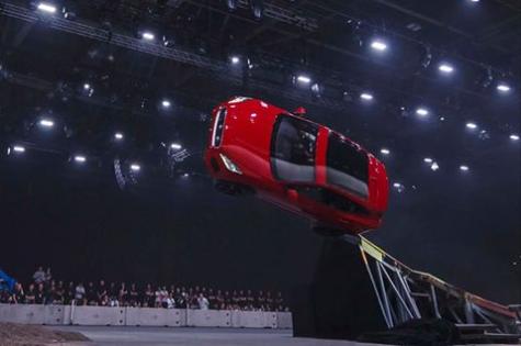 Terry Grant bate un record mundial a bordo de un Jaguar E-PACE
