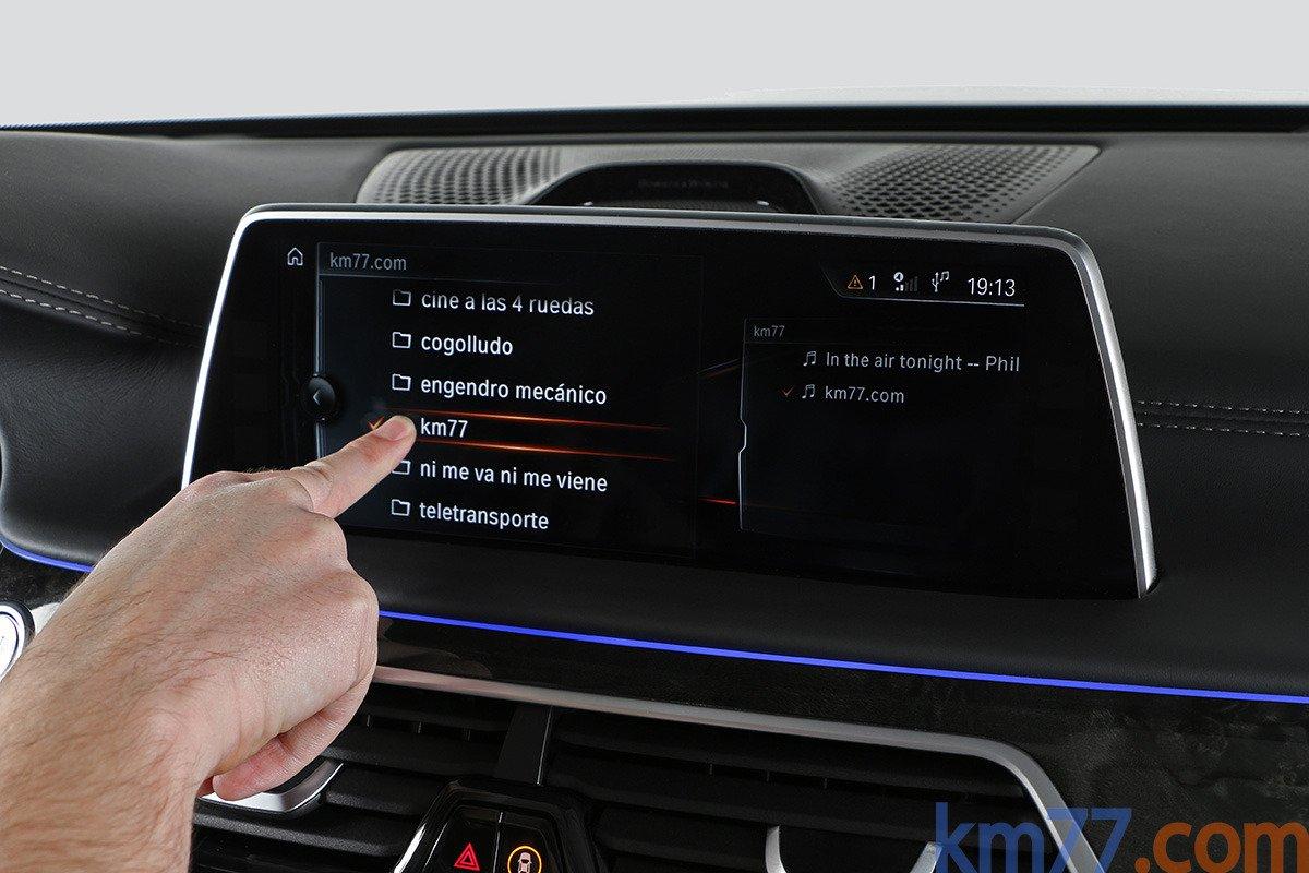 El BMW Serie 7 2015 es un vehículo que puede tener muchos elementos de equipamiento novedosos.