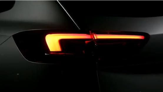 «Secuencia de bienvenida» de los pilotos IntelliLux del Opel Insignia Country Tourer