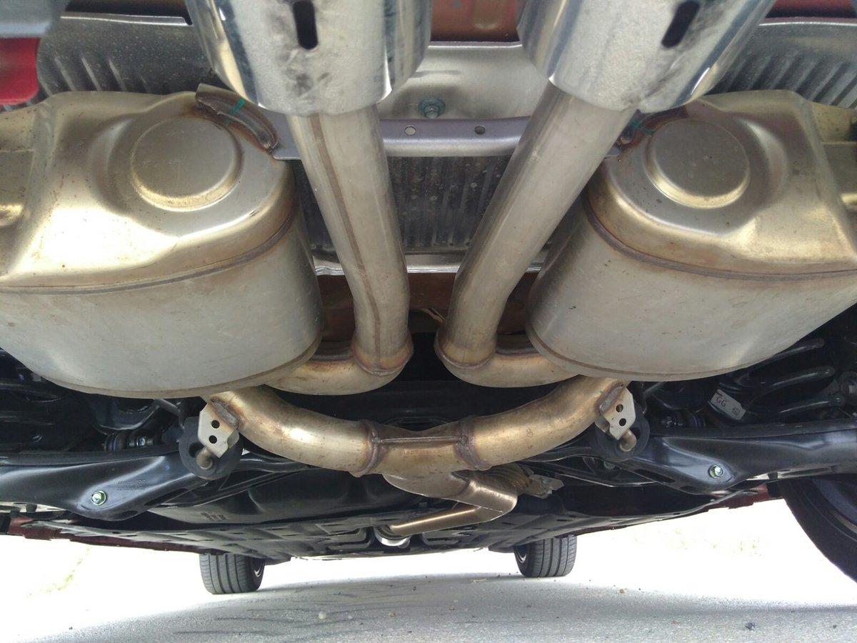 El escape doble y central es el responsable de que el maletero de los Honda Civic Sport se quede en 420 litros (478 l en los «no» Sport)