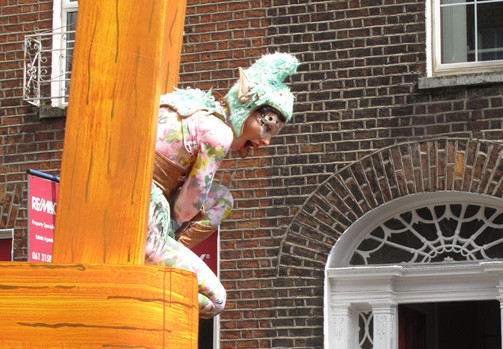 Writing for Street Arts and Spectacle - Image: Aisling from Fidget Feet Aerial Dance