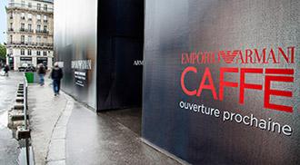 Palissade grand format pour la boutique Emporio Armani